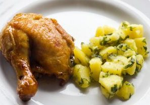 A chicken dinner similar to one Alon would eat.